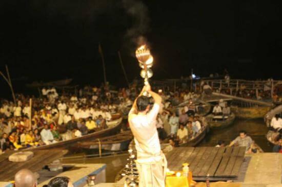 ガンジス川で火葬