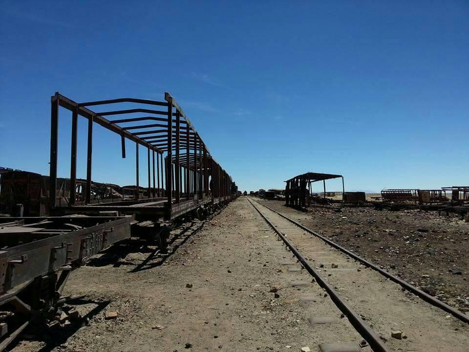 ボリビアにある列車の墓場