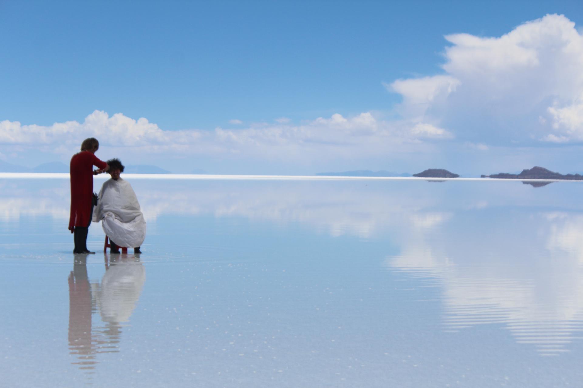 ウユニ塩湖でヘアカット