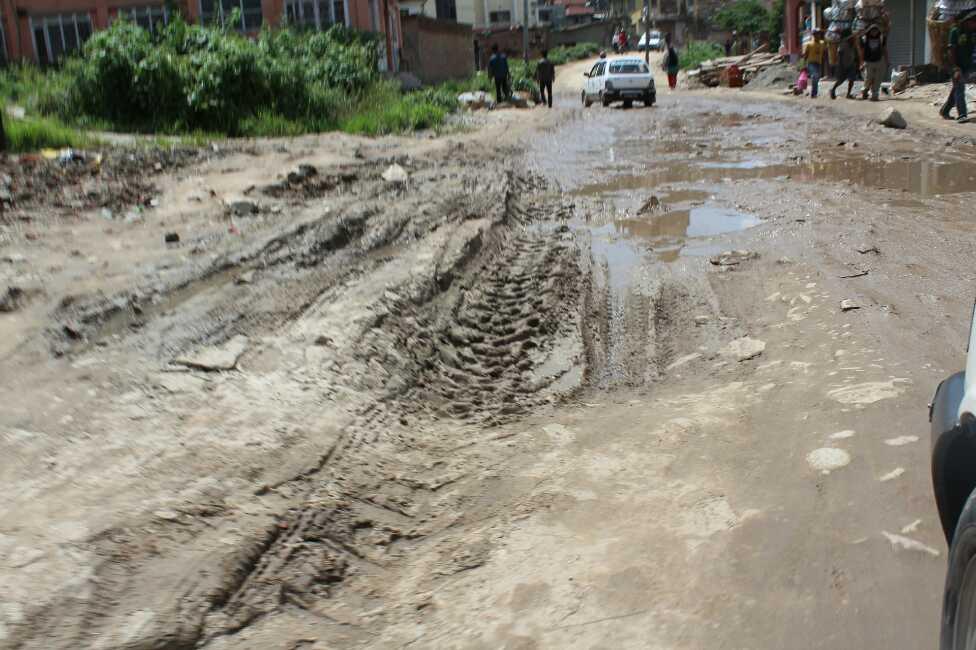 ネパールの悪路