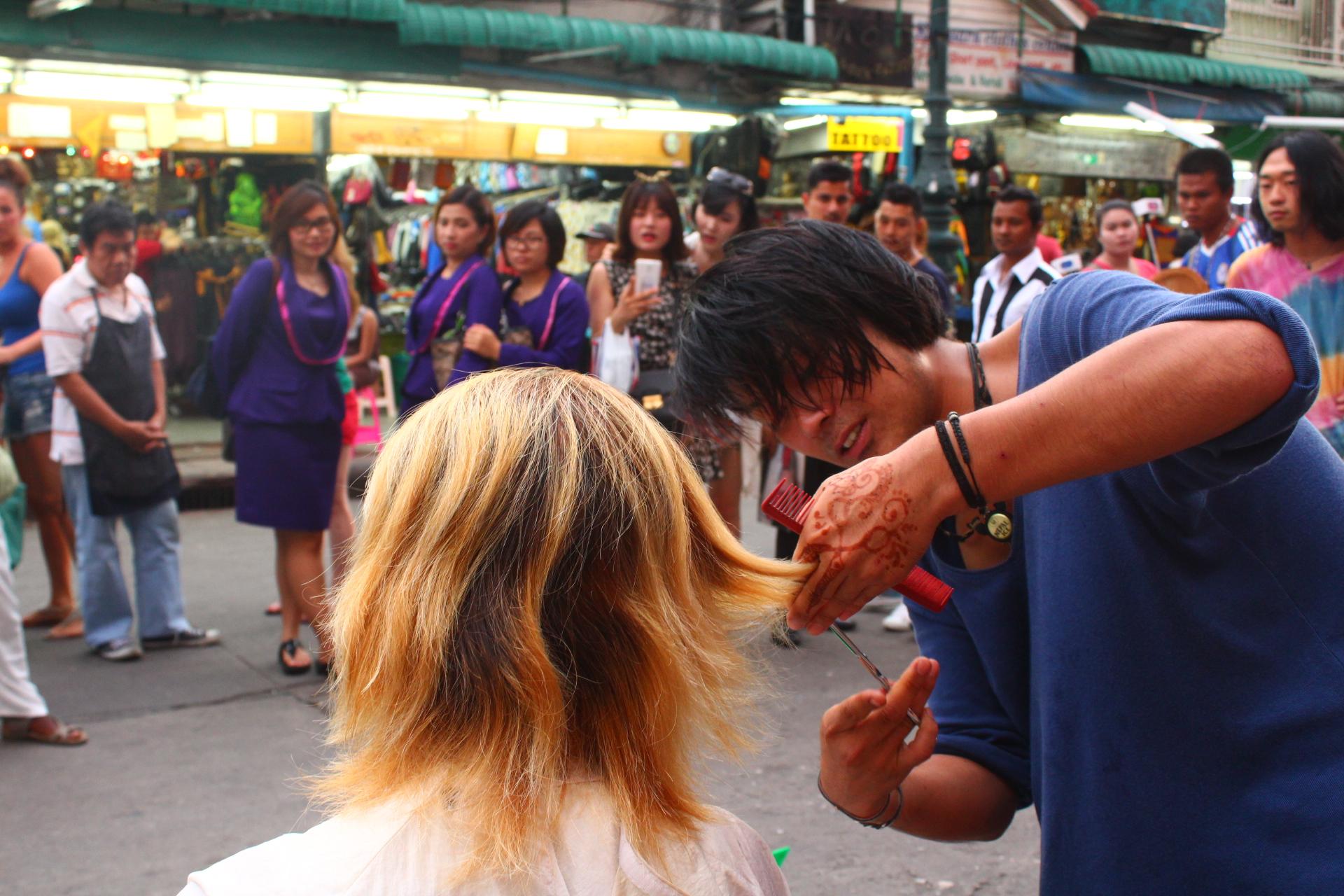 バンコクカオサンで美容師ヘアカット