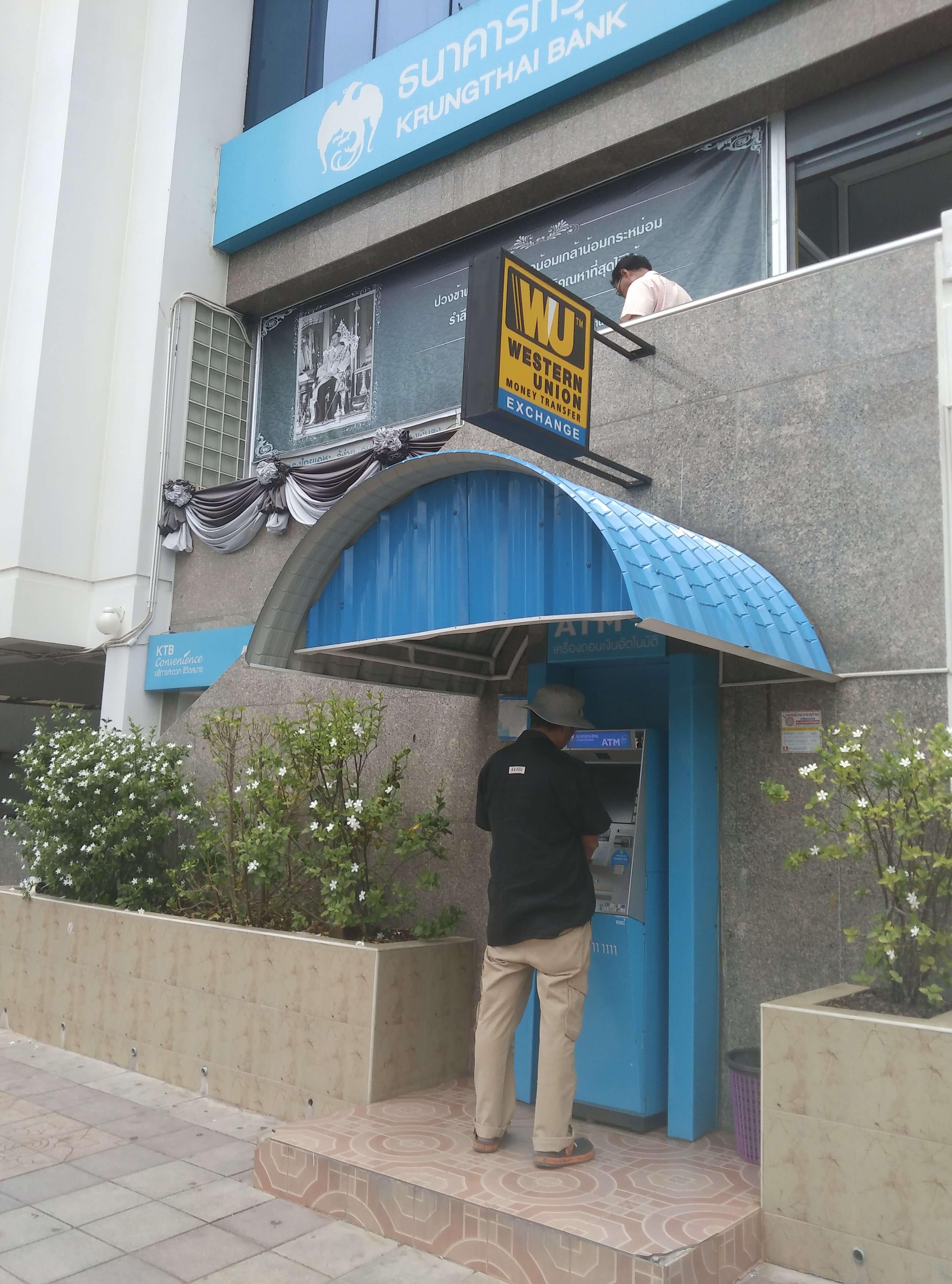 タイの路上ATM