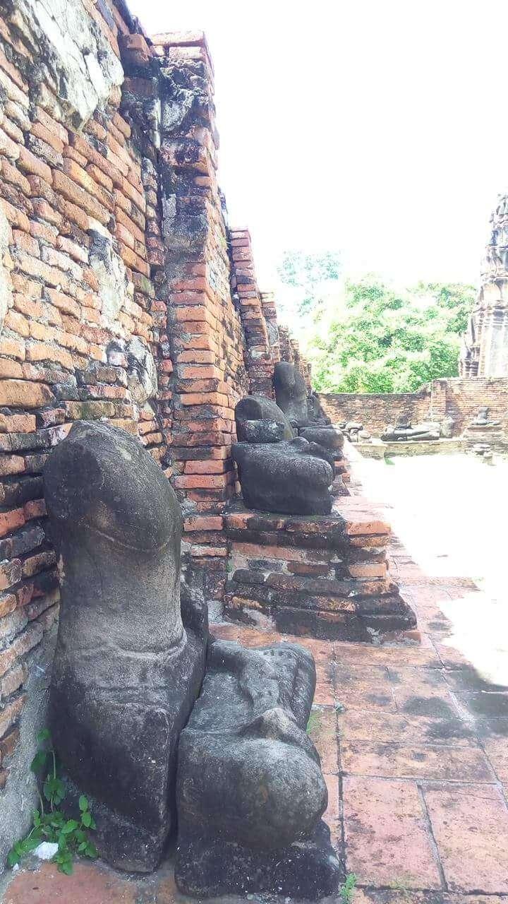 首がない仏像
