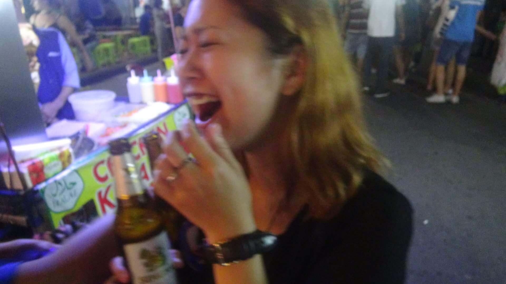 タイで虫を食べる