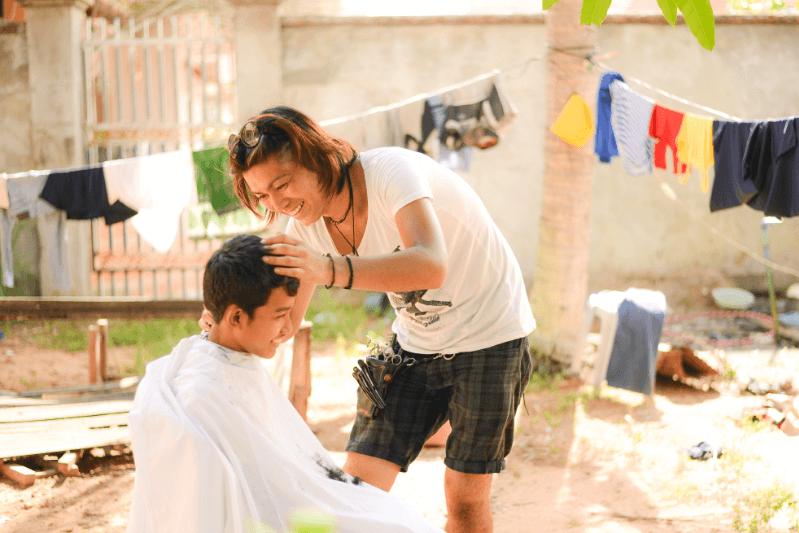 カンボジア孤児院ヘアカット