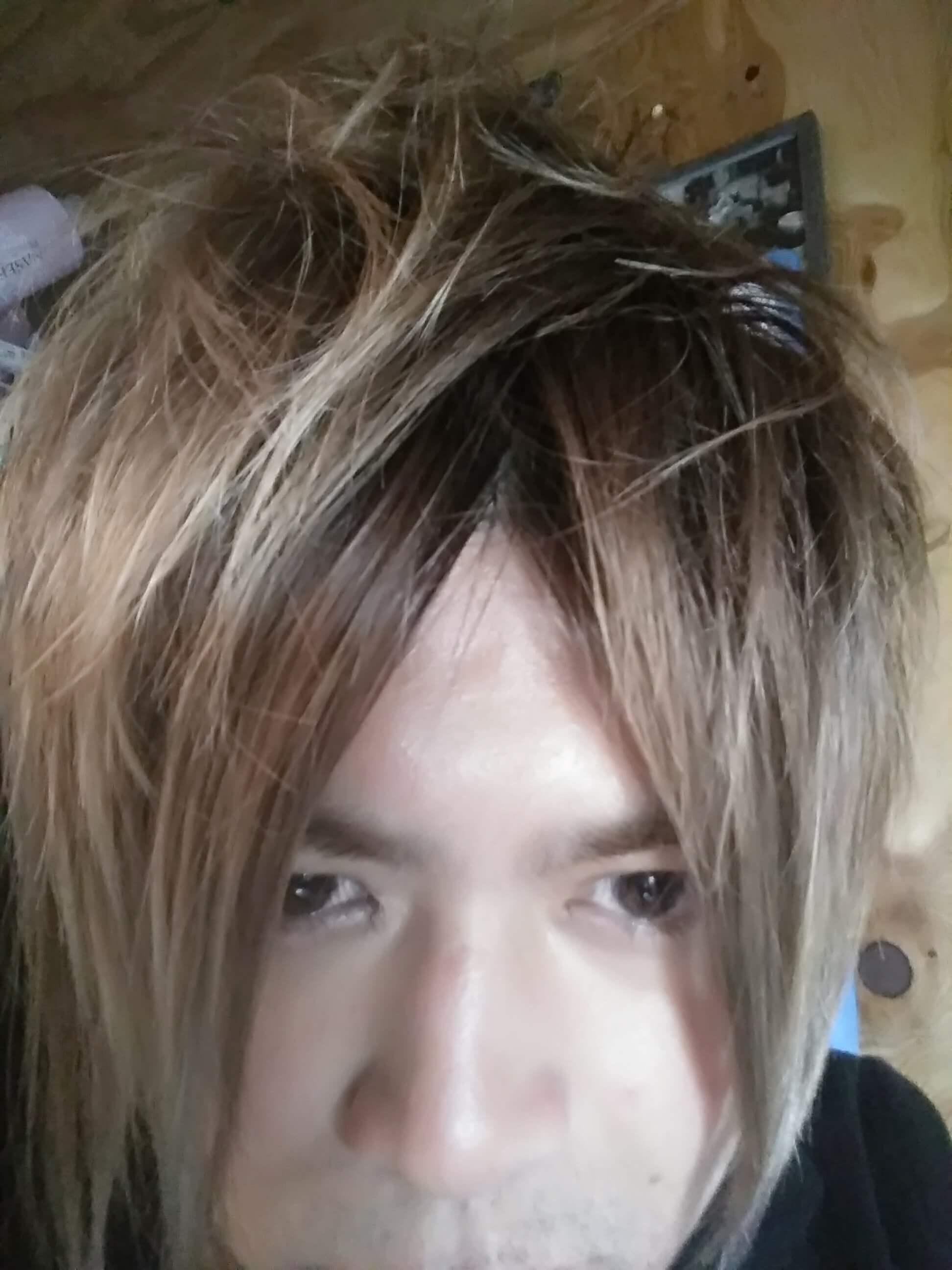 ダサい髪型金髪
